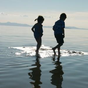 子ども 旅行イメージ 海