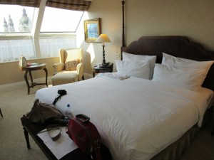 シンプルなベッドカバー