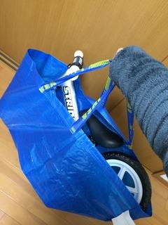 IKEAのバッグにStriderを入れたところ